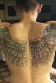 纹身背部翅膀  男生背部黑灰的翅膀纹身图片