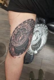 紋身指南針 女生大腿上素描的指南針紋身圖片
