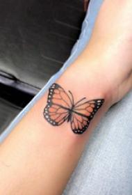 百乐动物纹身 女生手臂上彩色的蝴蝶纹身图片