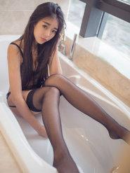 可乐Vicky浴室诱人图片写真 寂寞浴室美女图片
