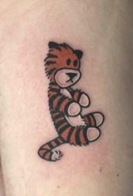 大腿纹身男 男生大腿上彩色的卡通老虎纹身图片