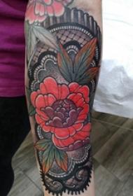 花朵纹身 女生手臂上蕾丝和花朵纹身图片