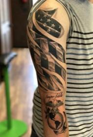 美国国旗纹身 男生手臂上美国国旗纹身图片