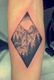 手臂纹身图片 男内行臂上黑色的山川风景纹身图片