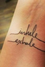 手腕线条纹身图  女生手腕上极简的字母纹身图片