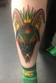 羊头纹身 男生小腿上彩色的羊头纹身图片