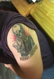大臂纹身图 男生大臂上面具和骷髅纹身图片