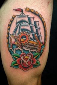 纹身小帆船  男内行臂上帆船和花朵纹身图片