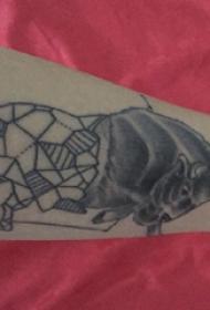 公牛图腾纹身 男生手臂上公牛图腾纹身图片
