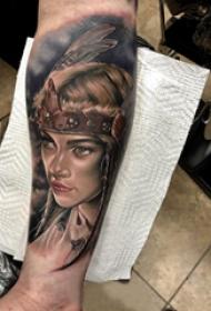 女人和羽毛纹身图案  男生小腿上女人和羽毛纹身图片