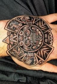 玛雅纹身图腾 男生手部上部落图腾纹身图片