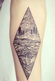 几何元素纹身 女生手臂上菱形和风景纹身图片
