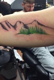 大臂纹身图 男生大臂上彩色的山脉纹身图片