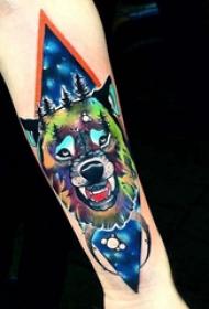手臂纹身图片 男生手臂上菱形和狼头纹身图片