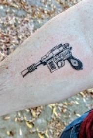 枪纹身 男生手臂上枪纹身图片