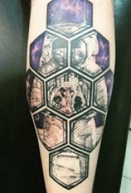 手臂纹身素材 男生手臂上几何和宇航员纹身图片