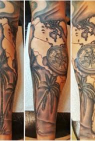 手臂纹身素材 男生手臂上指南针和椰树纹身图片
