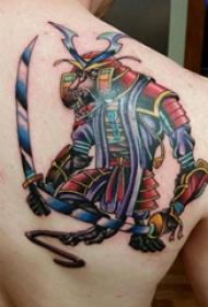 武士紋身  男生肩部彩色的武士紋身圖片