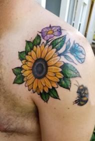 向日葵纹身图片 男生肩部向日葵纹身图片