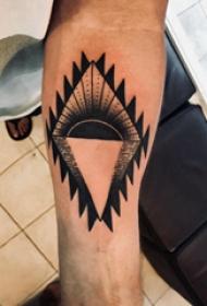 手臂纹身图片 男生手臂上几何和日落纹身图片