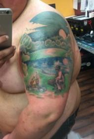 双大臂纹身  男生大臂上彩绘的风景纹身图片