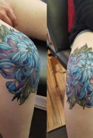 膝盖纹身图案 女生膝盖上彩色的牡丹纹身图片