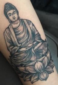 纹身佛 女内行臂上莲花和佛像纹身图片