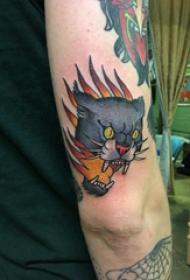 豹子头纹身  男生手臂上彩绘的豹子头纹身图片