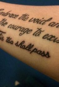 手纹身英文字母  女生手臂上极简的英文字母纹身图片