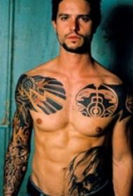 半甲纹身图案 男  男生手臂上彩绘的半甲纹身图片