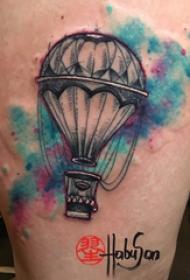 热气球纹身图案身 女生大腿上彩色的热气球纹身图片