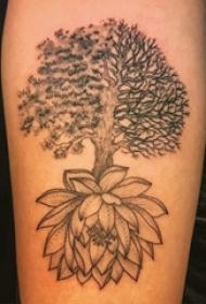 植物纹身 男生手臂上大树和莲花纹身图片