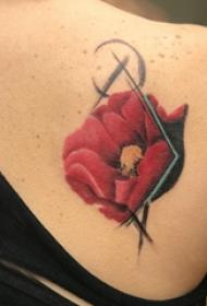 中国风花卉纹身 女生后背上彩色的花朵纹身图片