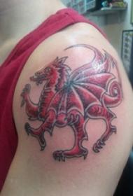 飞龙纹身图  男生肩膀上彩绘的飞龙纹身图片