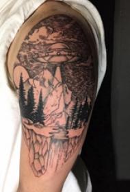 双大臂纹身 男生大臂上飞碟和山水风景纹身图片