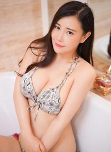 性感美女模特王婉悠酥胸美臀室内私房写真