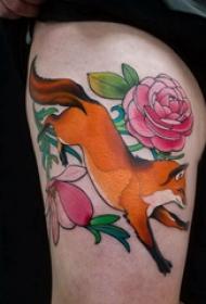 百樂動物紋身 女生大腿上玫瑰和狐貍紋身圖片