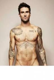 國際紋身明星  Adam Levine胸下黑色的老鷹紋身圖片