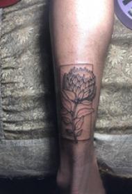 小腿对称纹身 男生小腿上几何和花朵纹身图片