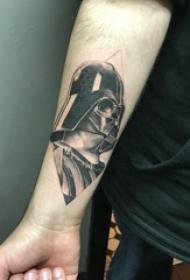 武士紋身 男生手臂上菱形和黑武士紋身圖片
