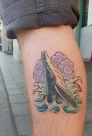 纹身鲸鱼 男生小腿上鲸鱼和浪花纹身图片