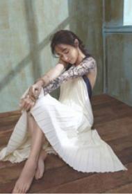 中国纹身明星 姚笛手臂上黑灰纹身图片