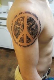 纹身符号  男生大臂上黑灰的符号纹身图片