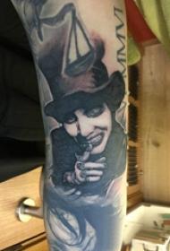 小丑紋身  女生手臂上素描的小丑紋身圖片