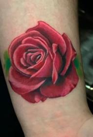 玫瑰纹身图  女生手臂上彩绘的玫瑰纹身图片