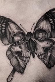 胸部纹身男 男生胸部骷髅和胡蝶纹身图片
