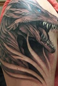 九爪金龙纹身  男生大臂上黑灰的九爪金龙纹身图片