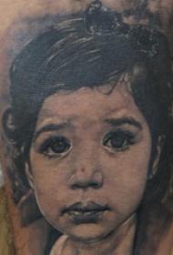 人物肖像纹身  男生手臂上黑灰的肖像纹身图片