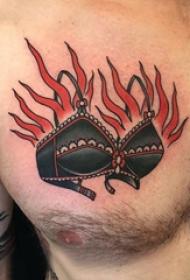 纹身衣服  男生胸上衣服和火焰纹身图片