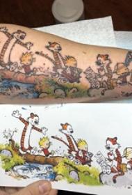 卡通老虎纹身图案  男生手臂上彩绘的卡通老虎纹身图片